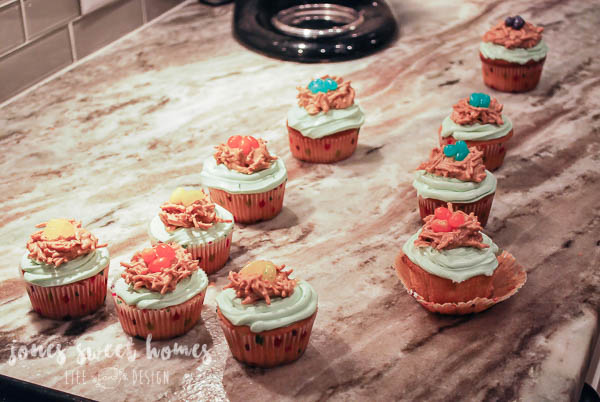 how-to-make-bird-themed-cupcakes-26
