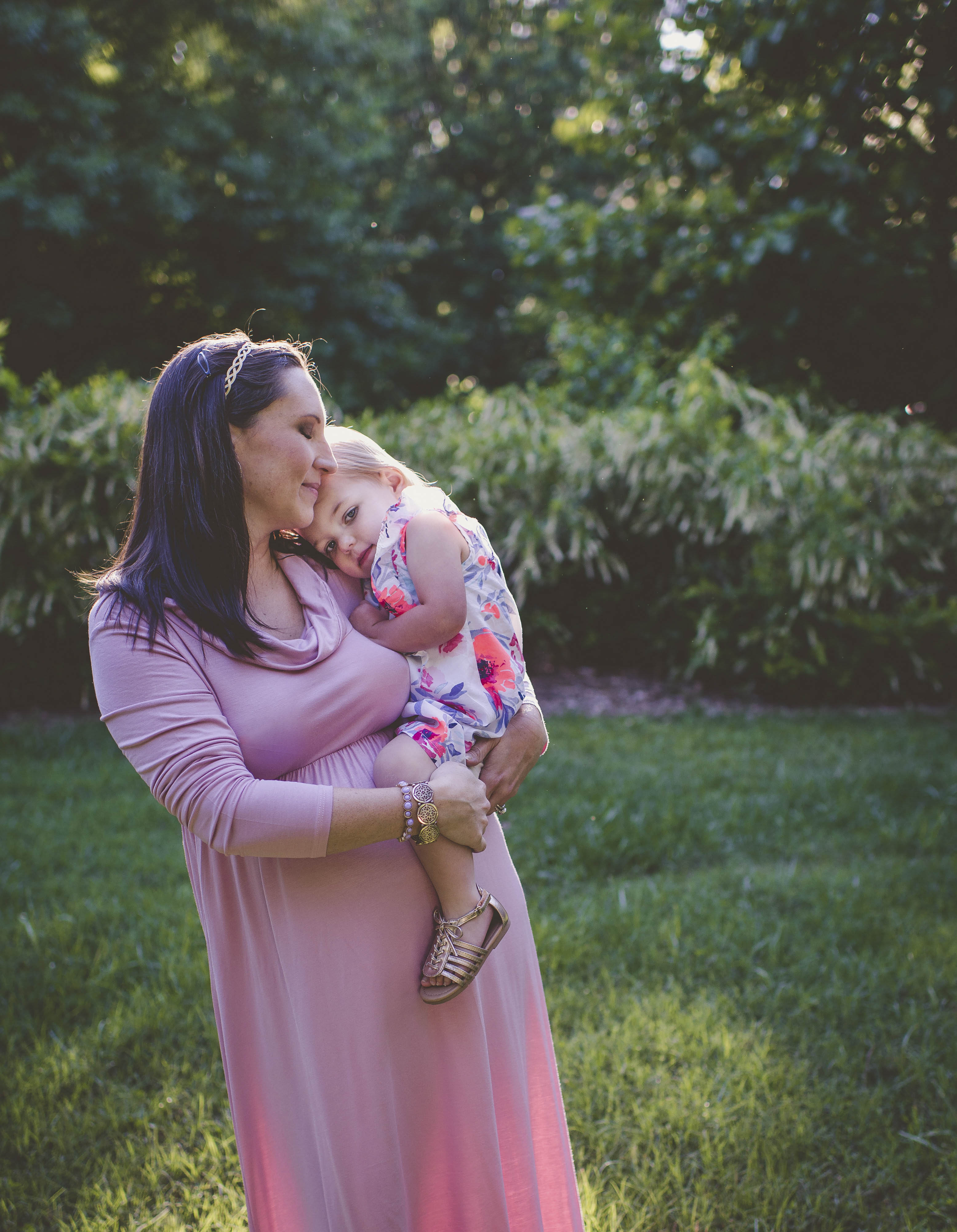 What to Wear for Maternity Photos - Jones Sweet Homes blog